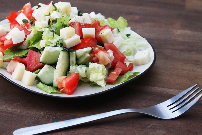 Sýr bez pečiva? Ano, v salátu!