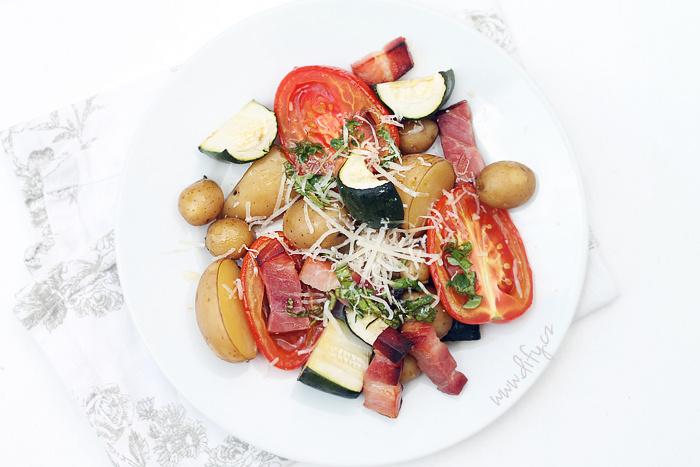 Pečená rajčata s bylinkovým olejem a parmezánovou čepičkou