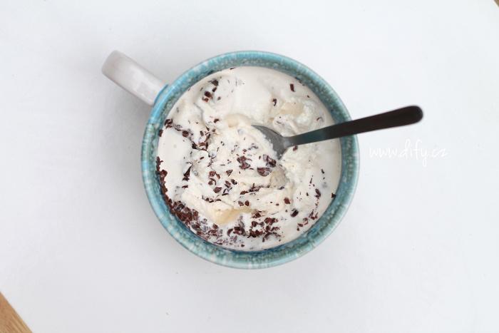 Zdravější jogurtová stracciatella zmrzlina
