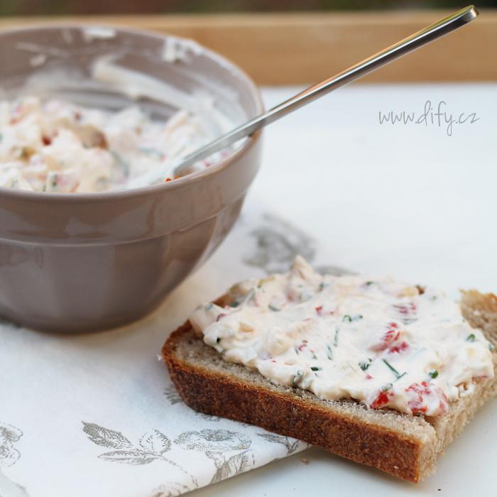 Jogurtová pomazánka s paprikou a pažitkou
