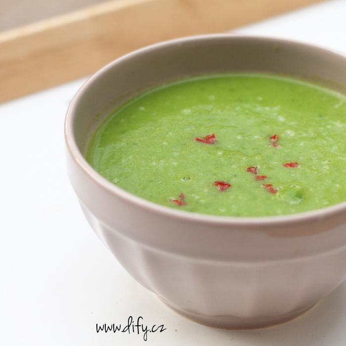 Nejjednodušší hrášková polévka bez smetany s chilli
