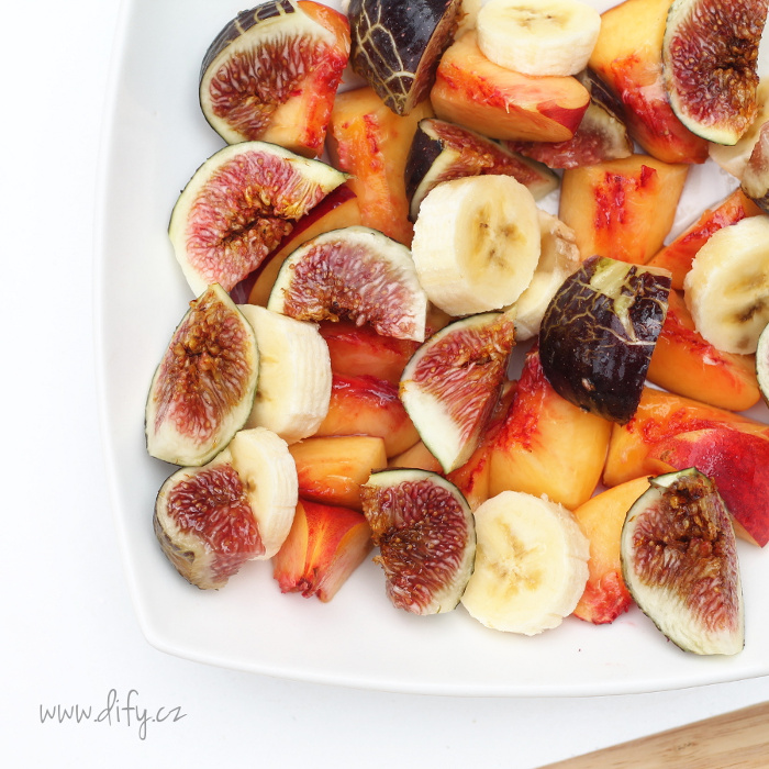 Ovocný salát s kokosovým olejem a limetkou