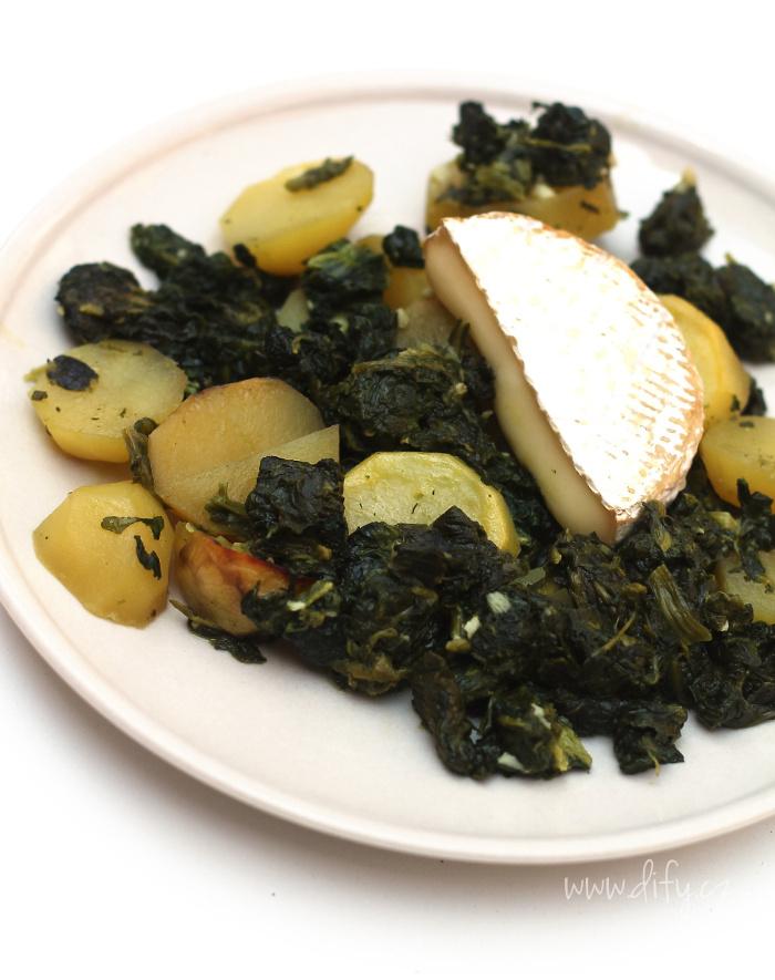 Zapečený špenát s bramborem a camembertem