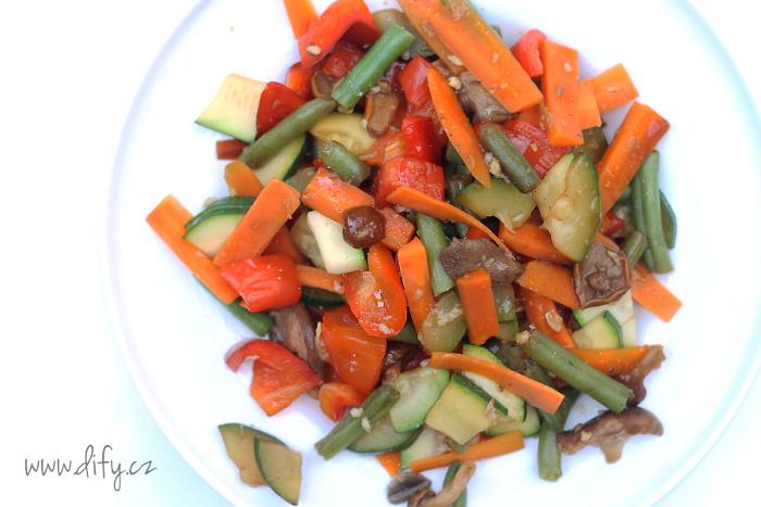 Zeleninová směs s houbami a zázvorem