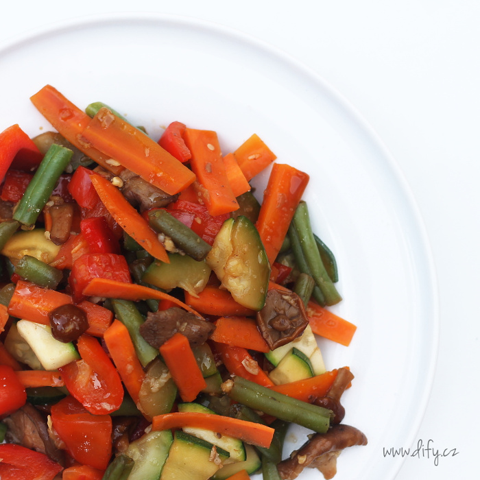 Zeleninová směs s česnekem a zázvorem