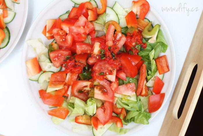 Zeleninový salát s paprikovou zálivkou