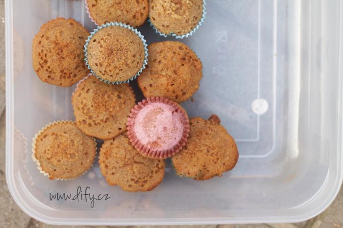 Domácí muffiny z rýžové mouky s datli a rozinkami