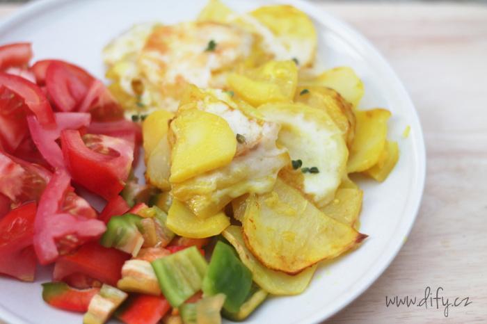 Šťavnaté zapečené brambory s kurkumou a sýrem