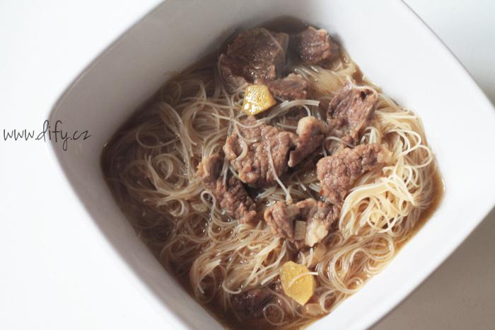 Asijská hovězí polévka se zázvorem a nudlemi