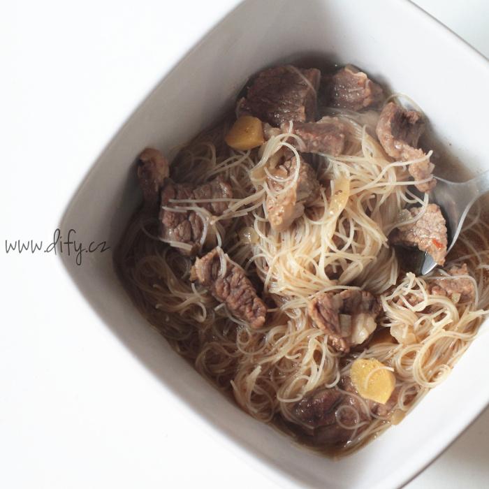 Asijská hovězí polévka se zázvorem