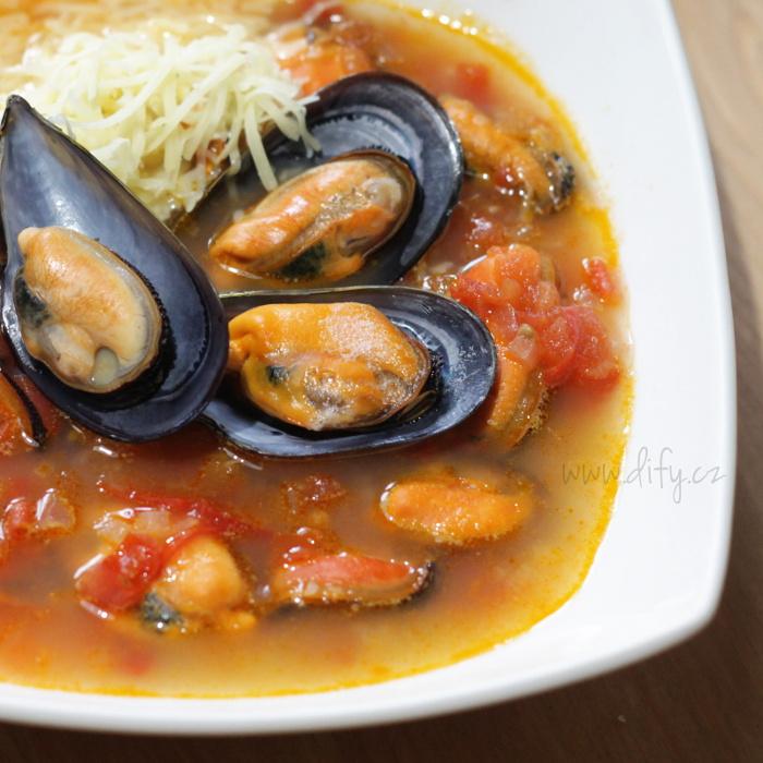 Katalánská polévka s rajčat a cibule se slávkami