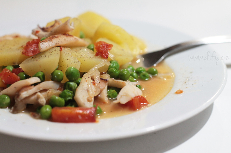 Recept na katalánské brambory se sepií a zeleninou