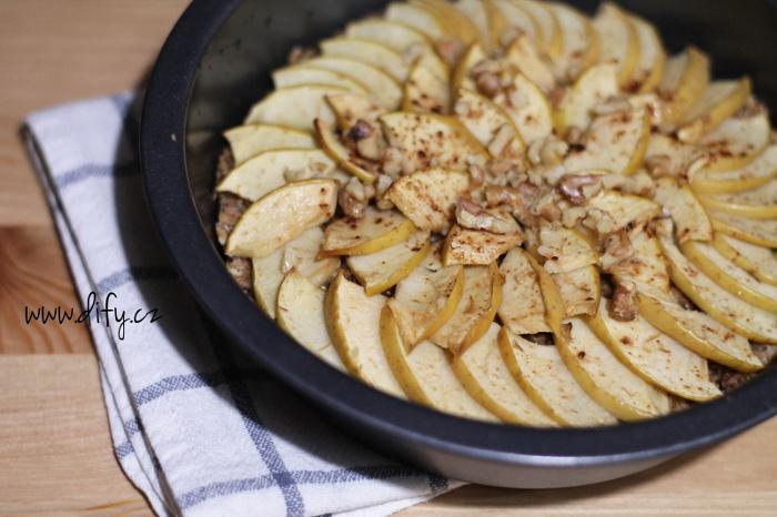 Jablečný koláč z vloček se skořicí