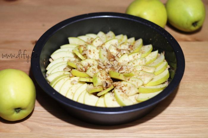 Recept na jednoduchý vločkový koláč s jablky