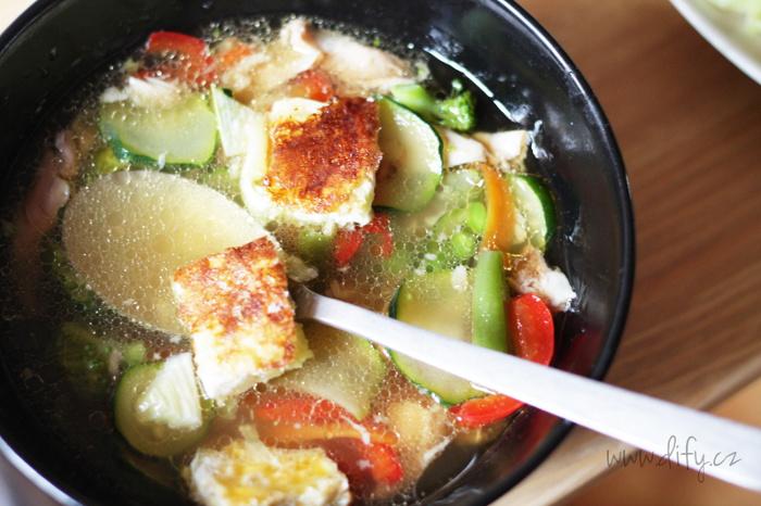 Zeleninová polévka s pórkovou omeletkou