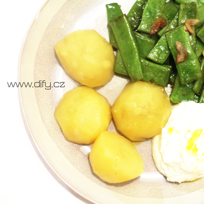 Zelené fazolky s jogurtovou omáčkou s parmezánem