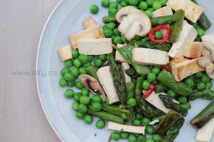 Jarní zeleninová směs s uzeným tofu