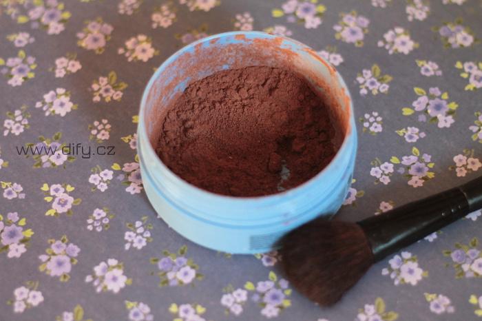 Recept na domácí suchý šampon pro brunety