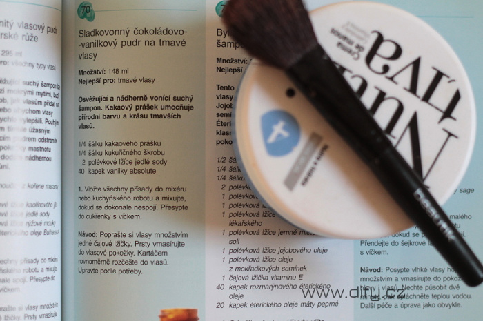 Recept na suchý šampon z knížky Přírodní kosmetika: 200 tipů
