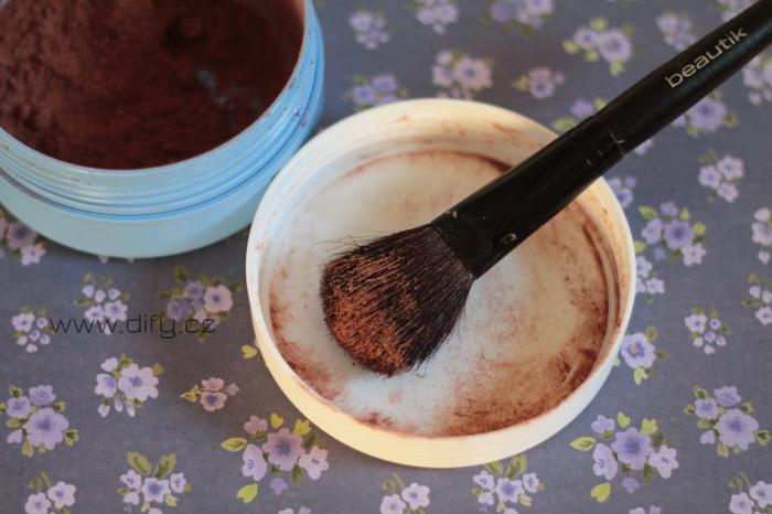DIY suchý šampon z kakaa a škrobu, recept