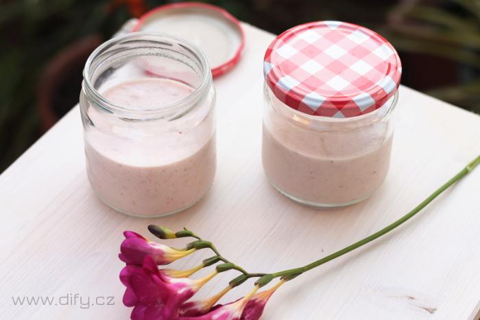 Recept na domácí smetanový dezert s jahodami