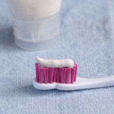 výroba domácí zubní pasty do tuby