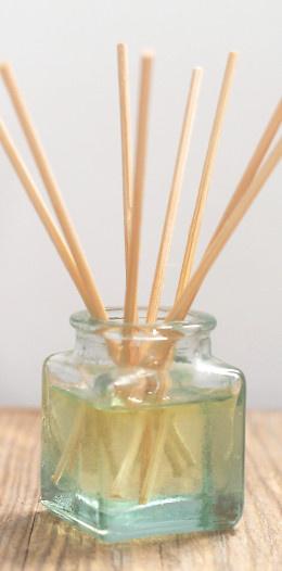 Recept na výrobu domácí osvěžovače vzdchuchu s tyčinkami, tzv. mikáda