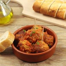 recept na španělské masové kuličky albóndigas v rajčatové salse