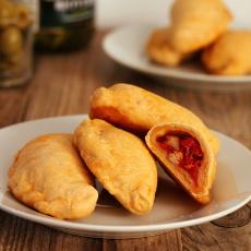 recept na španělské plněné taštičky empanadillas s tuňákem a rajčaty