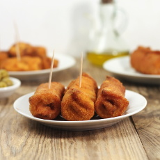 recept španělské flamenquines, smažené rolky ze šunky se sýrem