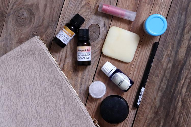 Minimalistická kosmetická taštička (diy kosmetika)