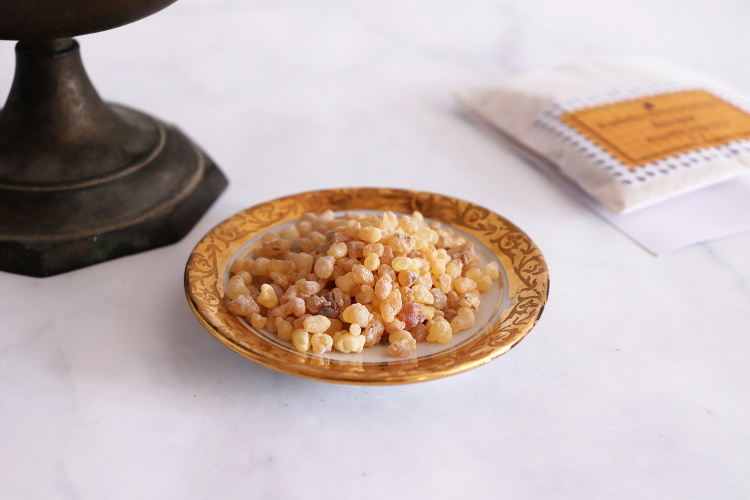 Kousky pryskyřice kadidla - olibana