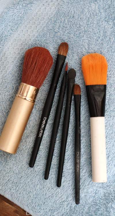 Jak snadno (přírodně) čistit kosmetické štětce?
