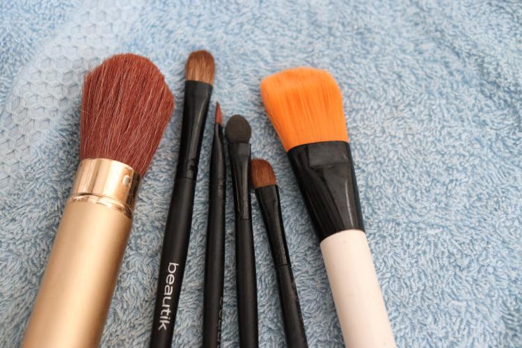 Jak snadno přírodně čistit kosmetické štětce?
