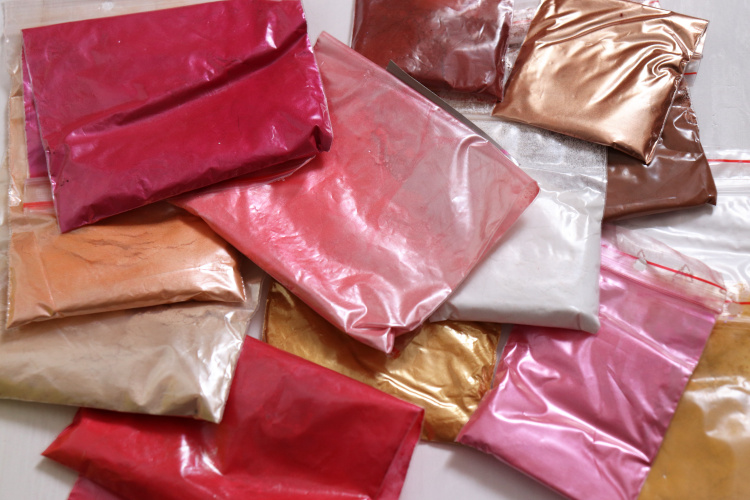Pigmenty a barviva pro výrobu domácí kosmetiky - druhy a použití